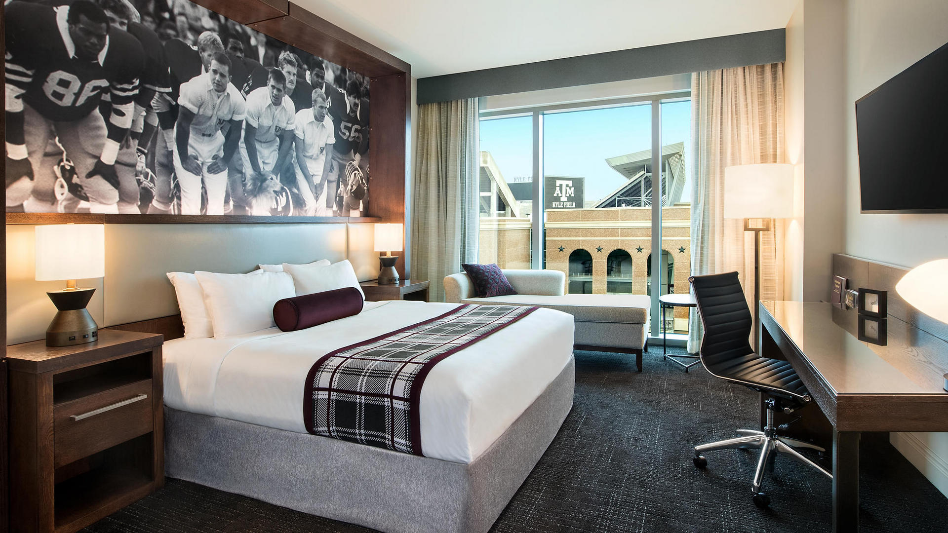 28 hotel rooms parents guide