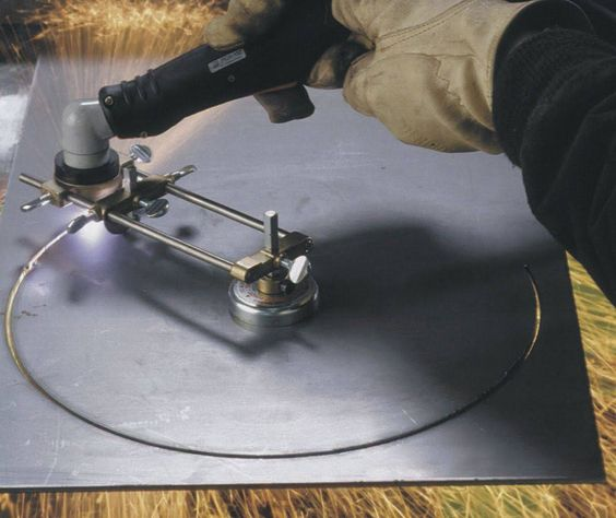 Cutting guides for plasma cutters